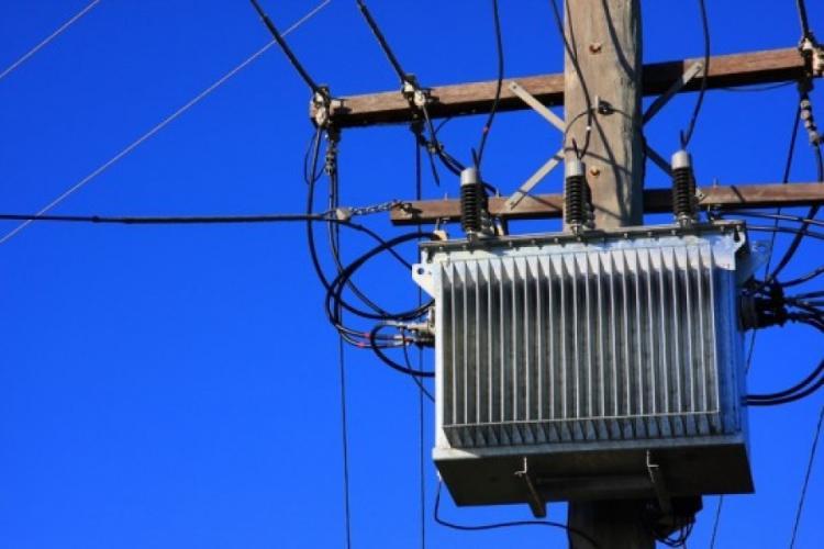 Oamenii din Apahida reclamă întreruperi frecvente, de scurtă durată, pe rețeaua electrică. Ce răspunde Electrica