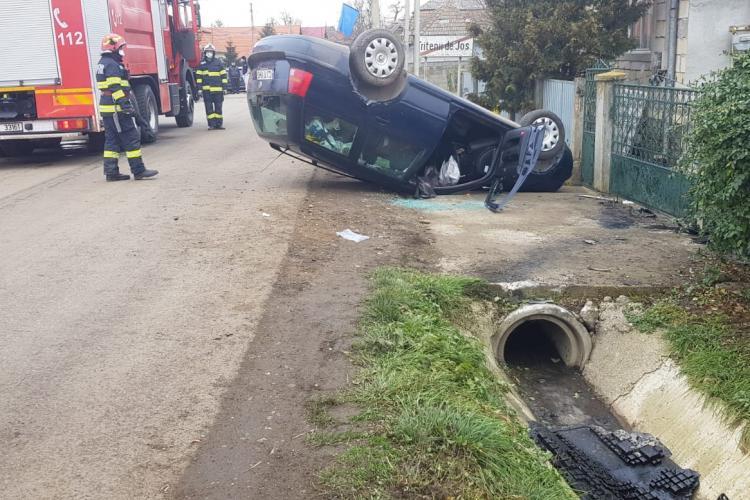 Mașină răsturnată în Tritenii de Jos - FOTO