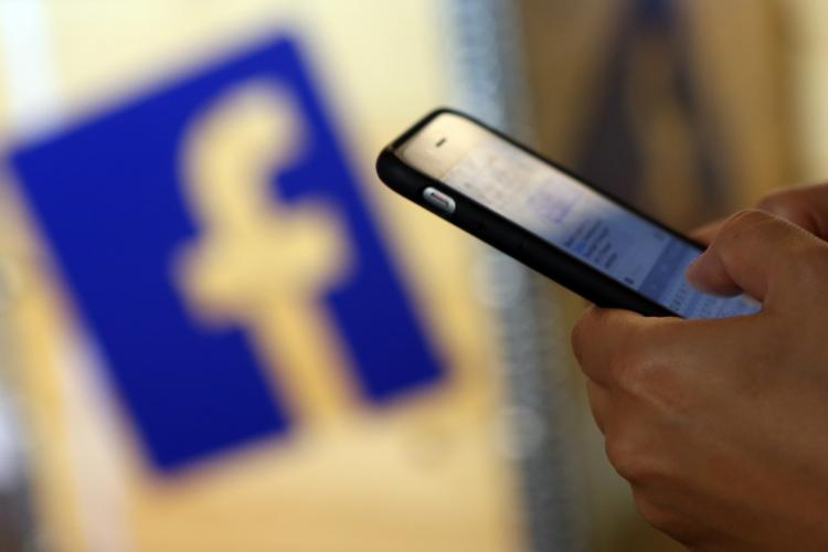 De ce a căzut Facebook Messenger în România