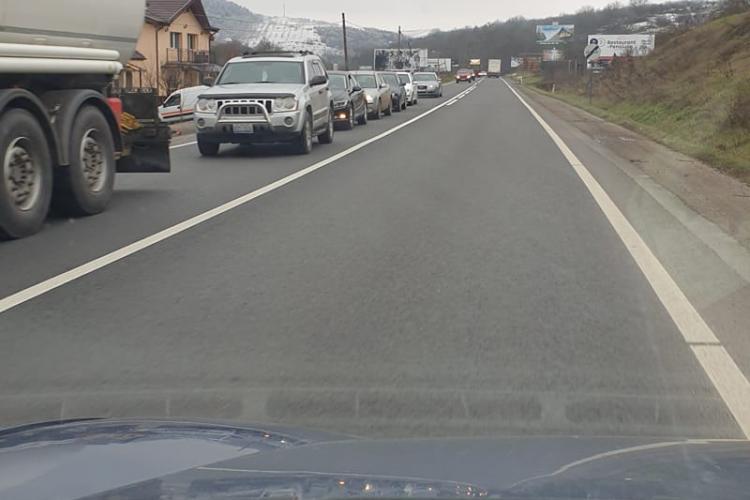 """Se toarnă asfalt """"pe cele patru benzi de 200 de metri din Baciu!"""" Folosiți ruta alternativă dacă veniți de la Zalău"""
