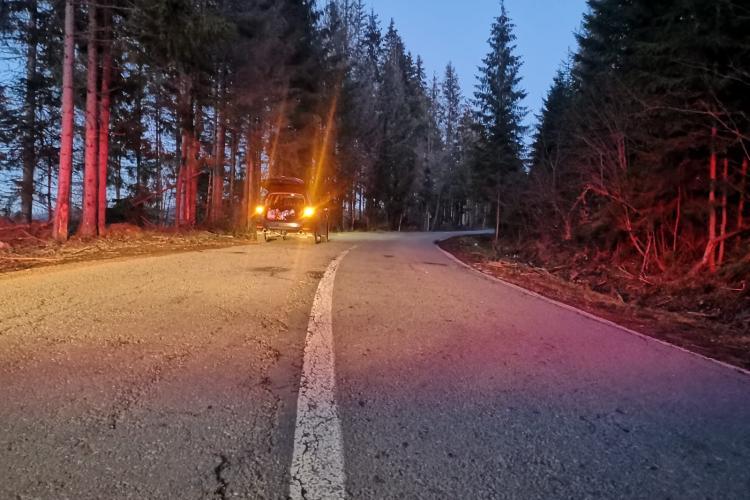 Cluj: Tânărul căzut din portbagajul mașinii la Poiana Horea e în comă
