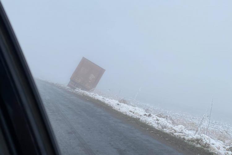 Accidente în lanț între Gheorgheni și Aiton. Drumul a fost tratat cu o soluție care îl face patinoar