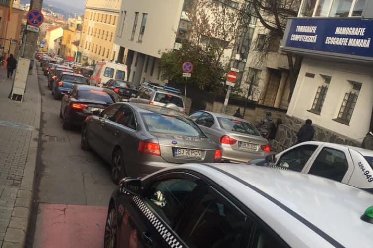 Haos zi de zi pe Clinicilor și Victor Babeș, din cauza lucrărilor de îngustare a traficului din Piața Lucian Blaga - FOTO