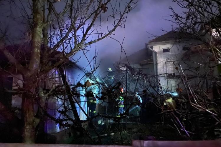 Clujean rănit în urma unui incendiu. Casa i-a fost făcută scrum FOTO/VIDEO