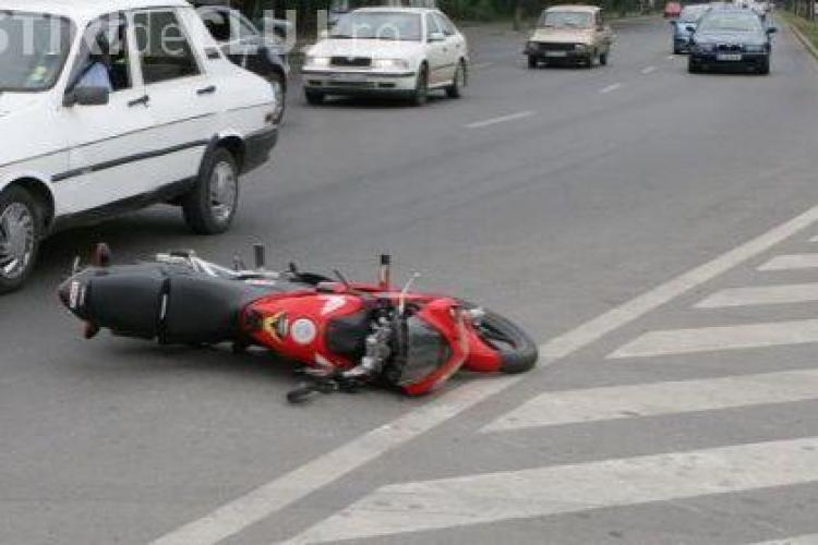 Un tanar mopedist a fost gasit mort in judetul Cluj, dupa ce a fost tarat 70 de kilometri