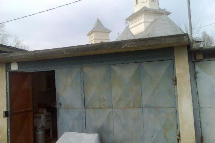Terenul pe care va fi ridicat parkingul de pe strada Baisoara, predat constructorului!