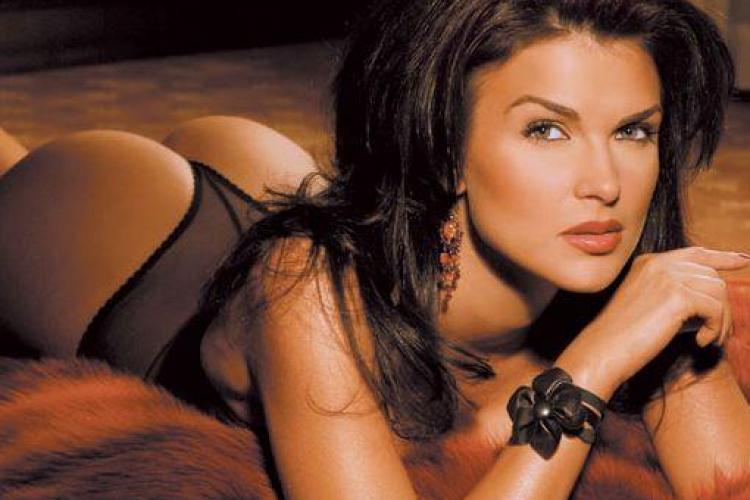 Monica Barladeanu: Port corsete in care abia pot sa respir, de dragul modei - FOTO