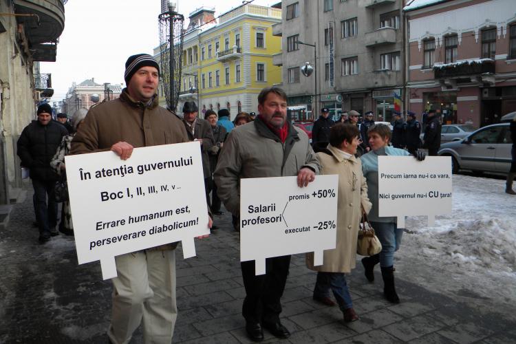200 de clujeni au protestat pe Bulevardul Eroilor! Ei s-au alaturat actiunii demarate de Alice Rotta - VIDEO si FOTO