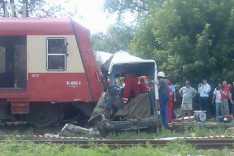 Accident grav la Brasov! Un tren a lovit un autobuz