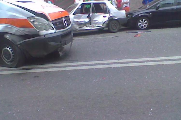 O ambulanta SMURD a fost lovita de un taximetru in Piata Unirii, din Cluj-Napoca!