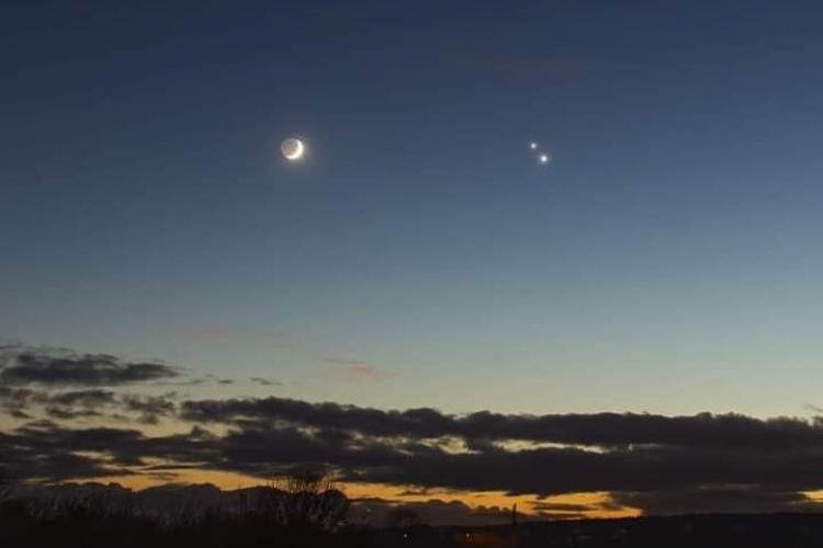 Imagine cu Luna, Saturn și Jupiter vizibile din România: Cei 3 Crai au sosit… - FOTO