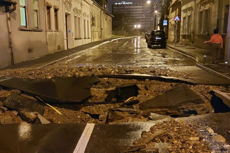 Inundație pe strada General Dragalina. Apa a intrat în casele oamenilor - VIDEO