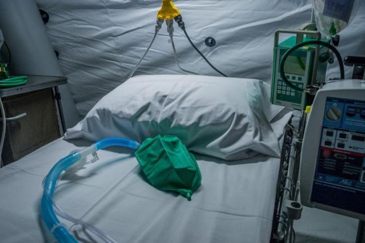 Aproape 160 de persoane bolnave de Covid au murit în ultima zi
