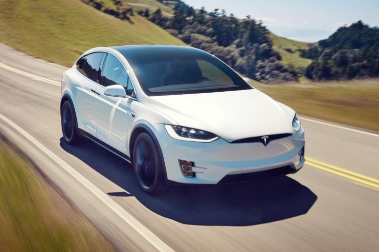 Tesla intră și în România, dar nu vorbim de mari investiții. La granița cu Ungaria, Mercedes investește masiv în electric