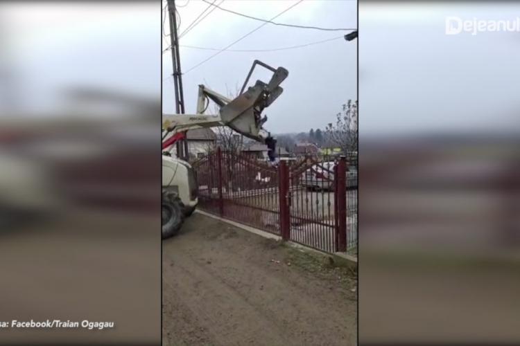 Răzbunarea unui primar față de un cetățean care depozita deșeuri ilegal! I-a aruncat gunoaiele în curte VIDEO