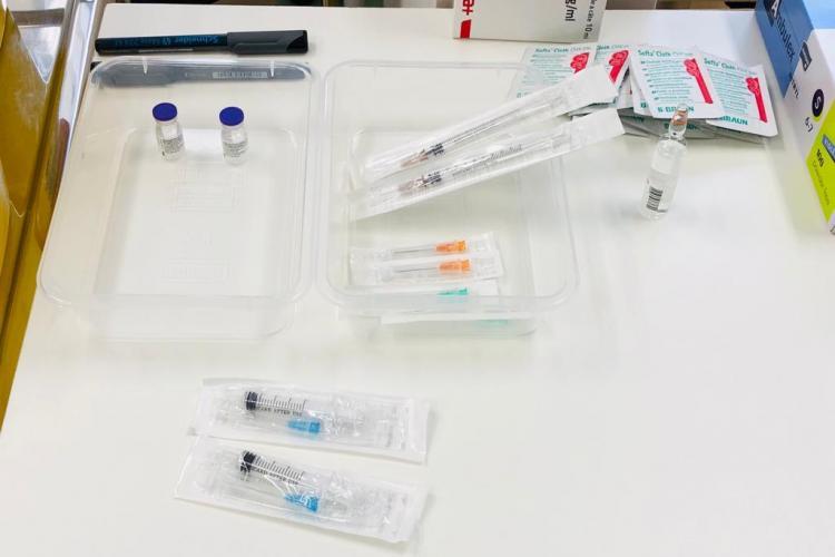 Șase cadre medicale au raportat reacții adverse minore după vaccinare