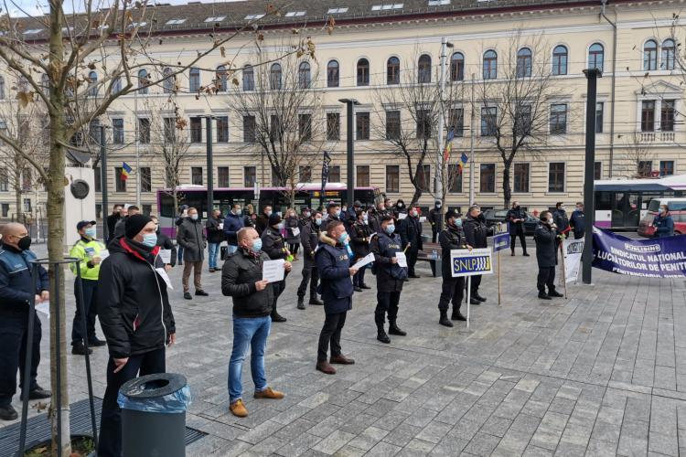 Polițiștii și grefierii din Cluj au protestat față de înghețarea salariilor în 2021 - FOTO