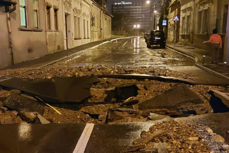 Crater uriaș rămas pe Dragalina după inundația de vineri seara! - FOTO
