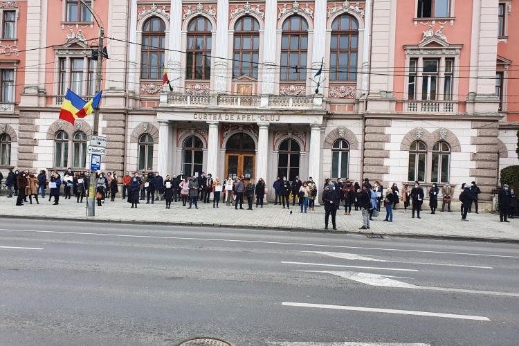 Protest la Cluj al avocaților, după ce avocatul Robert Roșu a fost condamnat la închisoare în dosarul Băneasa