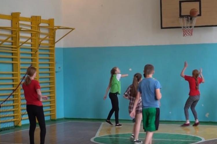 Ar fi bine să se deschidă sălile de sport pentru elevi. Un antrenor voluntar din Cluj cere acest lucru