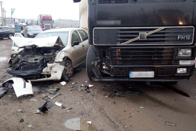 Accident grav lângă Turda. Un TIR a pierdut controlul și a lovit un alt autoturism - FOTO