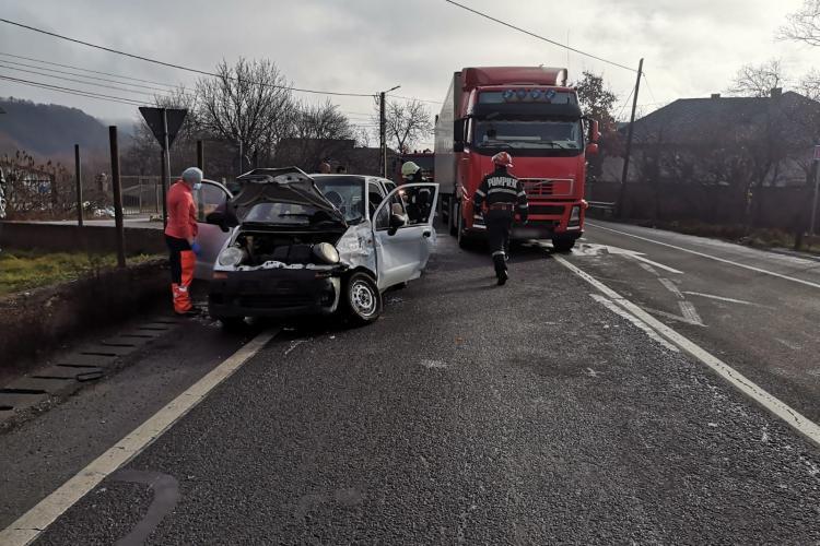 Șofer de 82 de ani în Matiz, implicat în accident la Căpușu Mare - FOTO