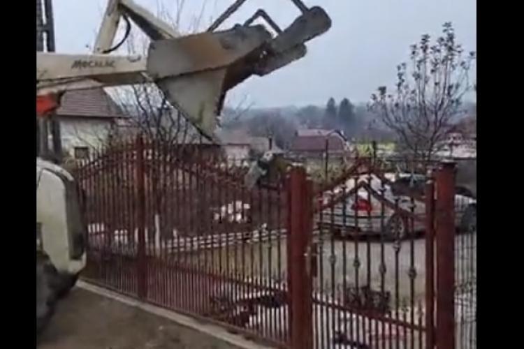 Un primar i-a aruncat în curte gunoiul deversat în Someș! Sunteți de acord cu acest gest? - VIDEO