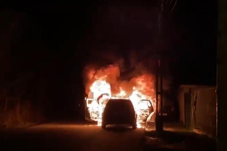 Incendiu de mașină în spate la Leroy Merlin, pe Calea Turzii - VIDEO