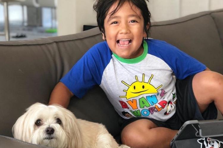 Cum a câștigat un copil de 9 ani 30 de milioane de dolari din YouTube într-un an. Cu cât era plătit