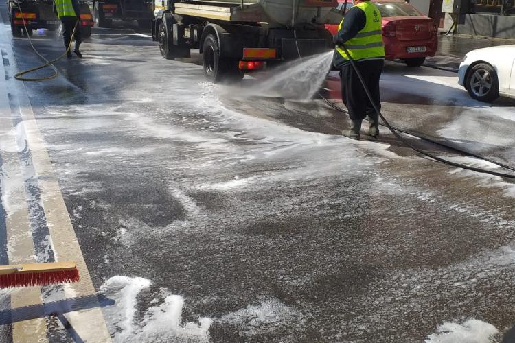 Angajații care lucrează la salubritate stradală acuză Primăria Cluj-Napoca de rasism: 150 de oameni riscă să fie dați afară