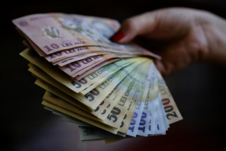 Neinstalarea Guvernului duce la explozia amenzilor de circulație, a indemnizațiilor demnitarilor și a pensiilor speciale ale primarilor