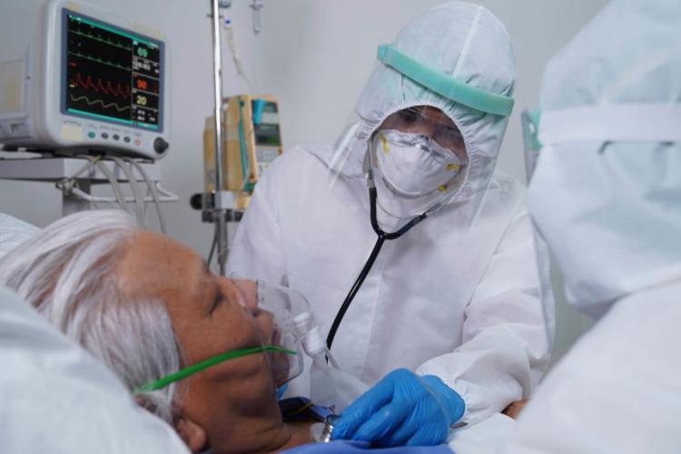 Un medic atrage atenția că testăm prea puțin: Sistemul sanitar este copleșit și nu mai reușește să facă față