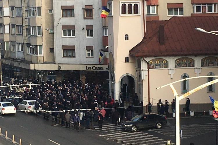 La Cluj, s-au călcat în picioare la slujba de Bobotează din Mărăști. Mesajul unei clujence - FOTO