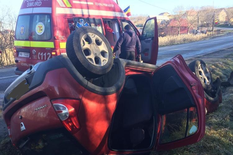 Mașină răsturnată la  Zorenii de Vale, comuna Mociu