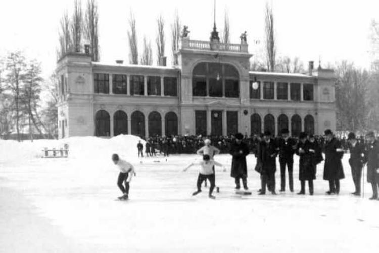 Pe Lacul Chios, acum 100 de ani era patinoar, dar, în 2021, legea nu mai permite asta - FOTO