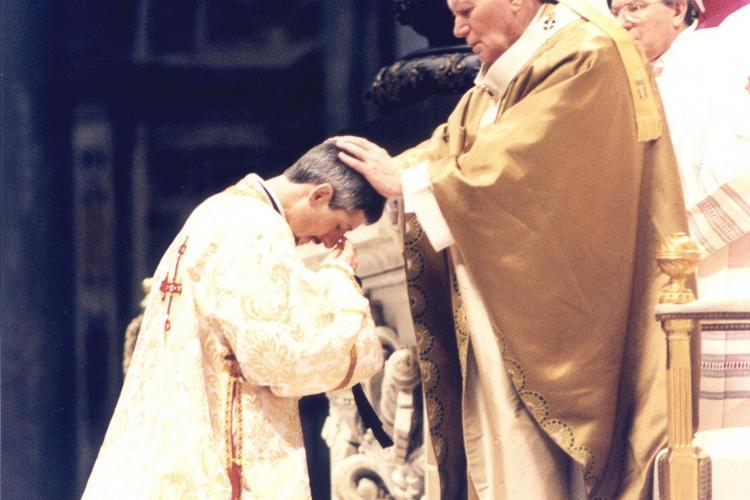 Dorința testamentară a Episcopului Florentin Crihălmeanu: În loc de flori și coroane, dați banii săracilor