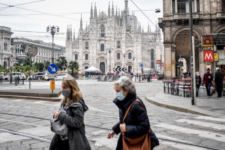 Italia înăsprește din nou măsurile de combatere a pandemiei de COVID-19, după ce numărul de cazuri a crescut