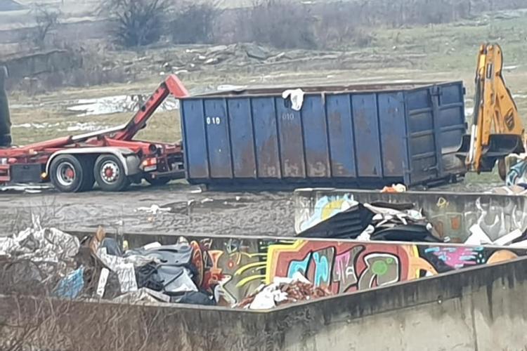 Floreștenii au fost surprinși să vadă că se adună deșeurile - FOTO