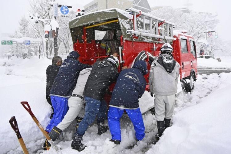 Iarna lovește din plin! Opt morți și cel puțin 240 de răniți în urma unei furtuni de iarnă în Japonia