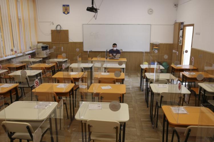 Școlile rămân închise, cel puțin încă două săptămâni