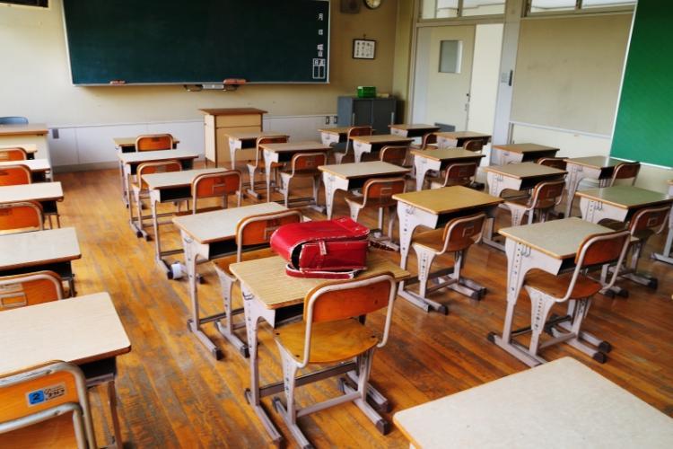 Emil Boc, despre redeschiderea școlilor: Vreți să vă opereze un student care a studiat online