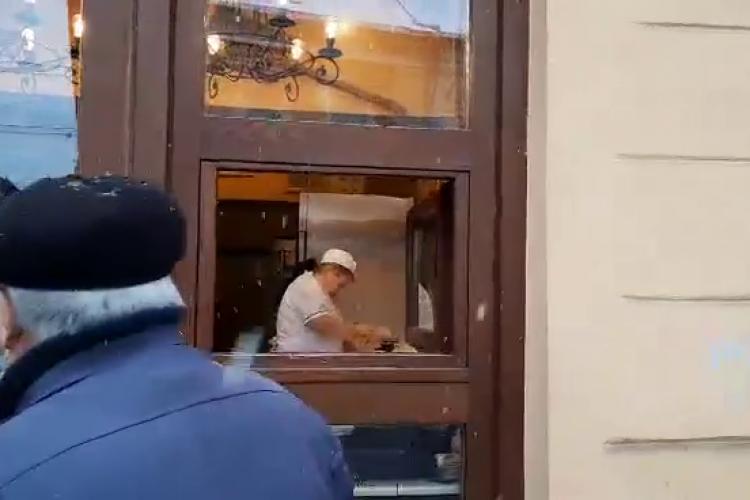 La patiseriile Gigi, angajații nu poartă mască, deși suntem în plină pandemie - VIDEO