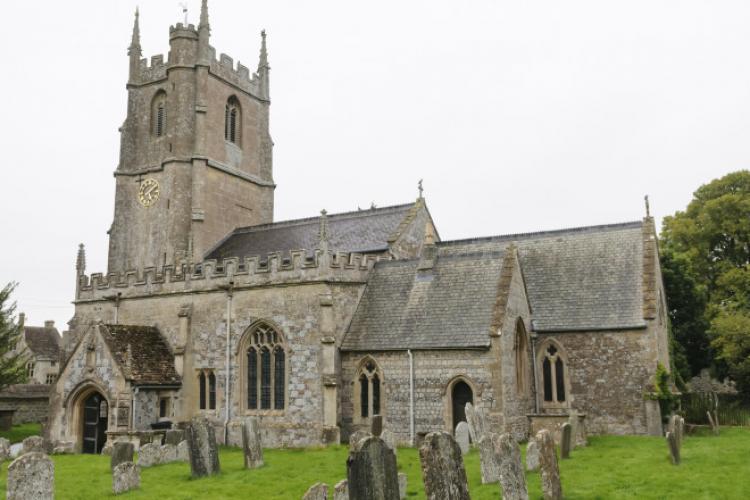 Mai mulți români au furat tabla de plumb de pe zeci de biserici din Anglia