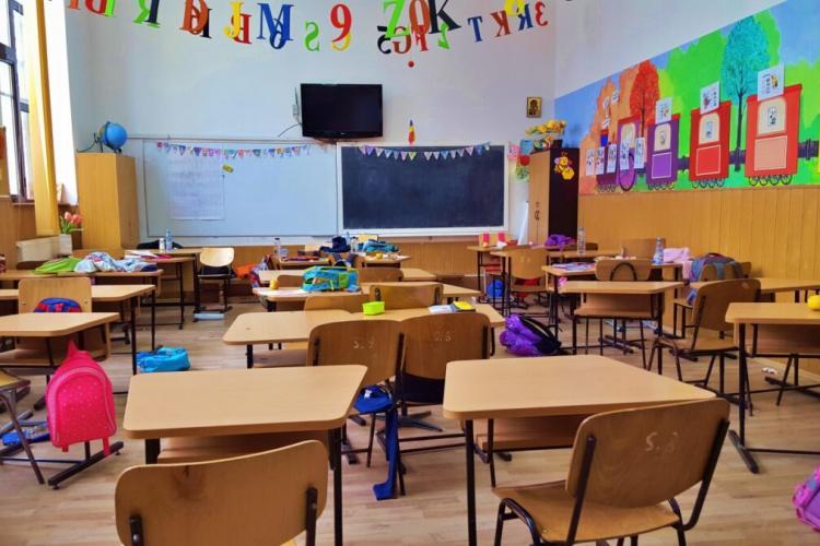 Premierul a anunțat când s-ar putea redeschide școlile, dacă trendul se menține descendent