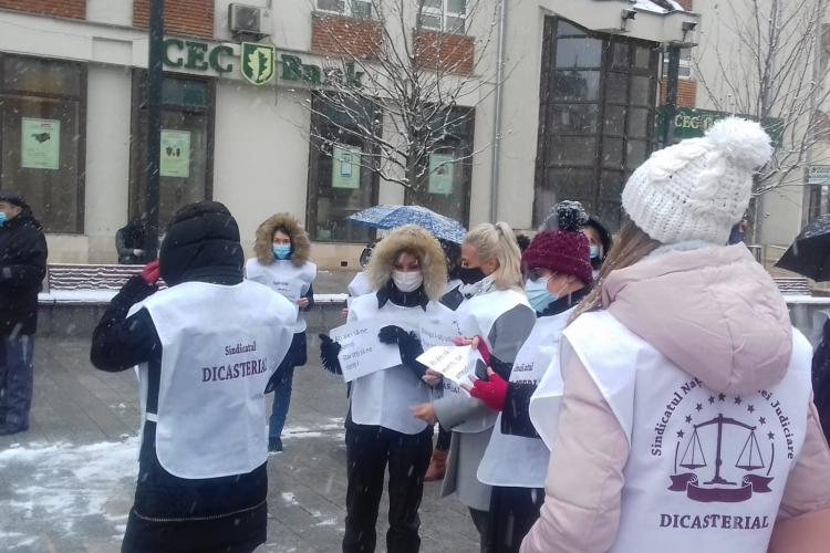 Sindicaliștii au protestat miercuri la Cluj-Napoca față de nedreptățile salariale din sistem - VIDEO