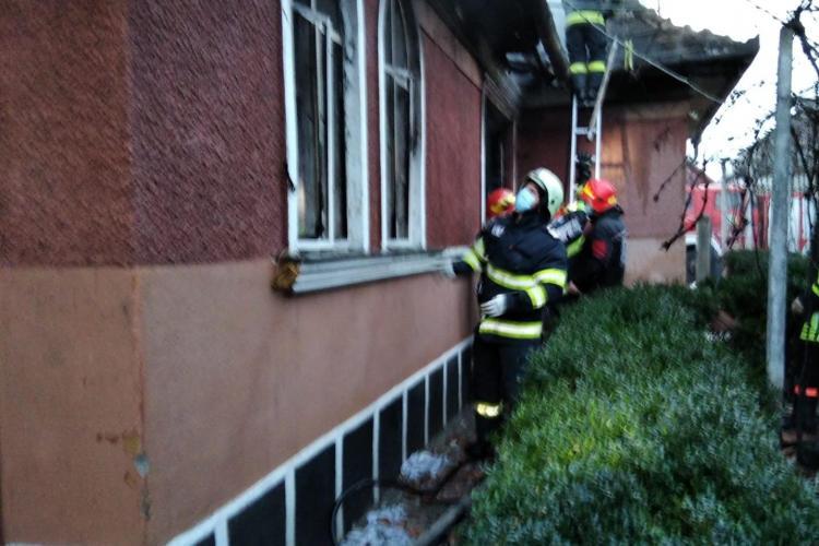 Explozie la o casa din Câmpia Turzii. O femeie a murit - VIDEO