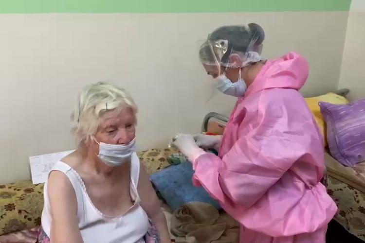 La Cluj a început a doua etapă de vaccinare! Imunizarea la centrul de vârstnici din Cluj-Napoca - VIDEO