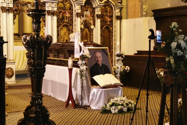Clujenii își iau rămas bun de la Episcopul Florentin Crihălmeanu. Ce dorință a lăsat în Testament - FOTO