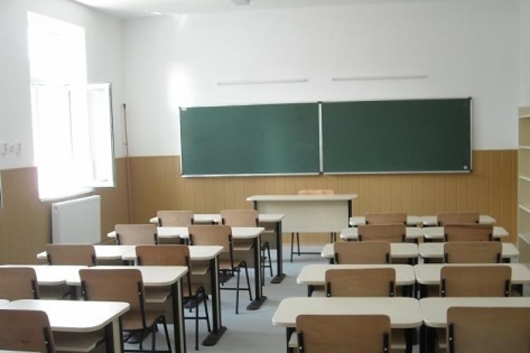 Profesorii care vor preda orele remediale, plătiți cu 100 de lei pe oră