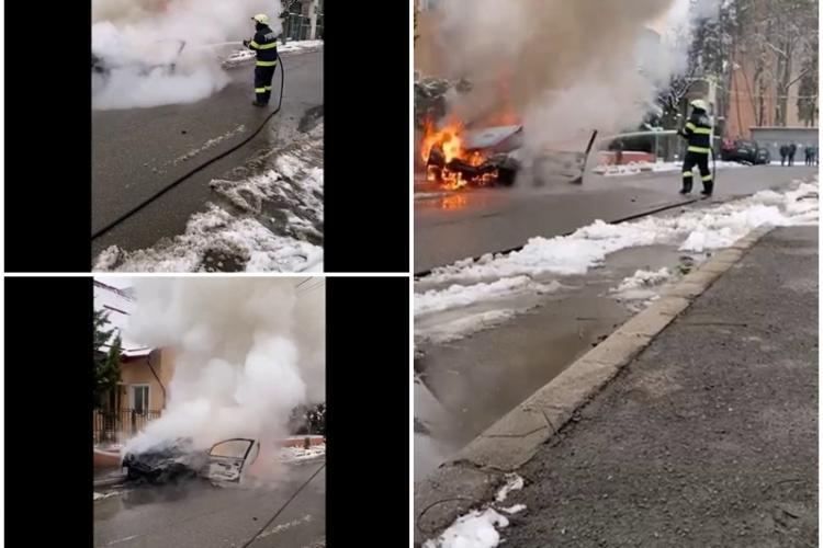 O mașină a ars pe strada Bartok Bella - VIDEO